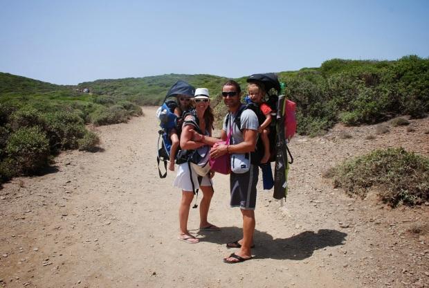 Aquí podéis ver el tipo de excursión que hacemos para llegar a una playa - Esto es Menorca, la playa de La Tortuga.