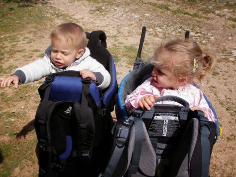 La Deuter Kid Confort II es donde va la niña. La del niño es la Vaude que probamos en una salida a Lluc.